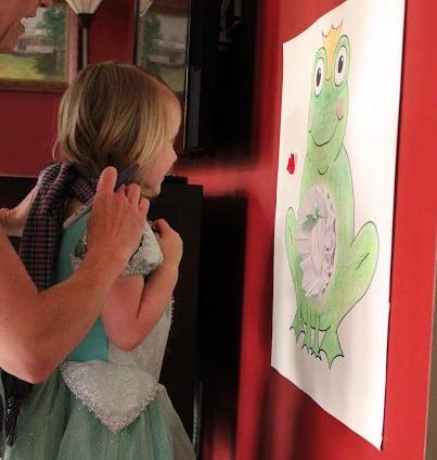 הפעלה ליום הולדת נסיכות - משחק נשקי את הצפרדע