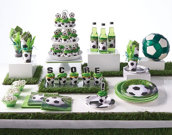 רעיונות ליום הולדת כדורגל - כלים חד פעמיים וקישוטים