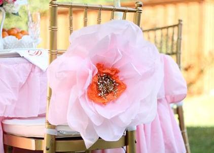 רעיונות לקישוט כיסא יום הולדת - פרח ענק