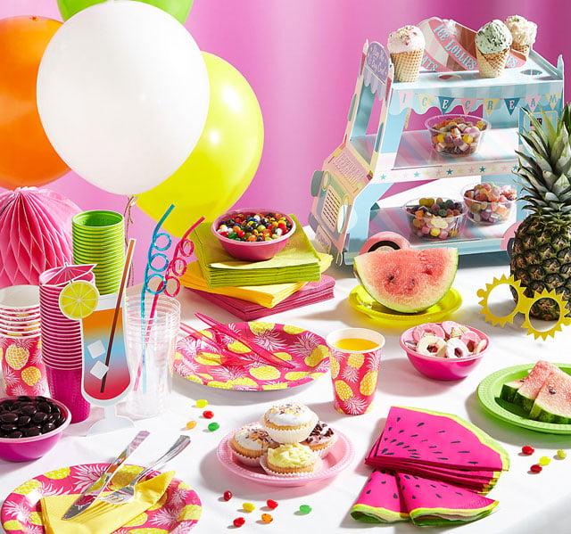 עיצוב שולחן מסיבת קיץ