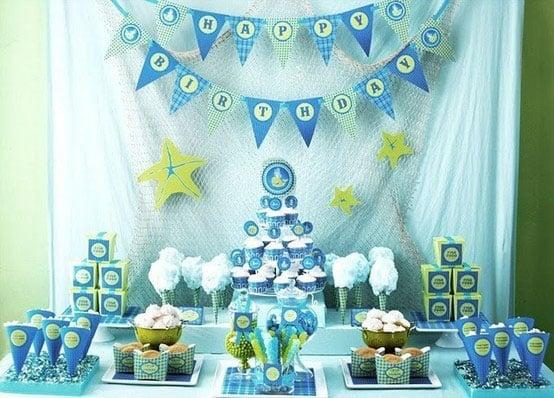 רעיונות ליום הולדת בנושא ים - עיצוב שולחן כחול וירוק