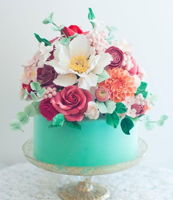טרנדים בקישוט עוגות - עוגות עם פרחים טריים