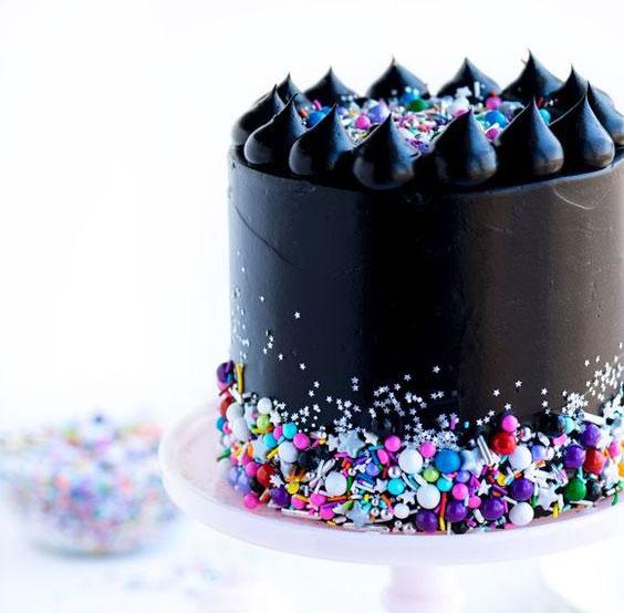 טרנדים בקישוט עוגות 2018 עוגות שחורות