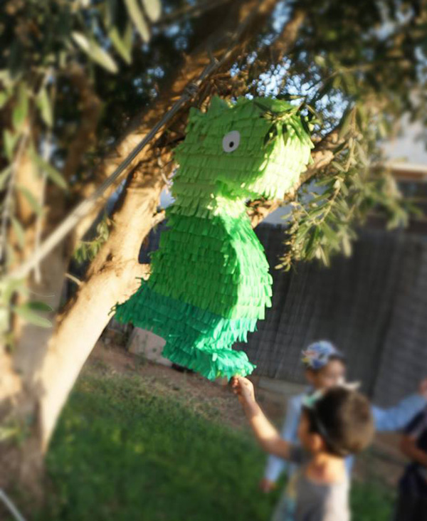 מסיבת דינוזאורים - פיניאטה דינוזאור