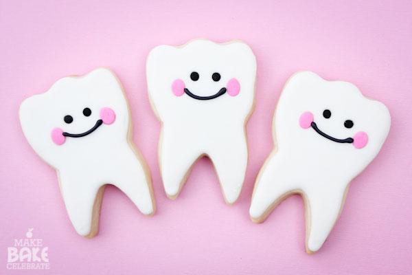 מסיבת השן הראשונה - עוגיות בצורת שן