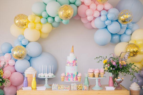 קישוטי מסיבה בצבעי מקרון - קשת בלונים בצבעי מקרון