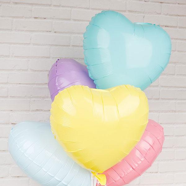 קישוטי מסיבה בצבעי מקרון - בלוני לבבות