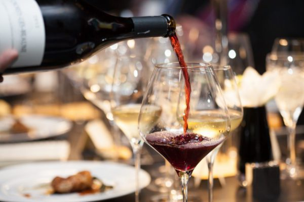 מתנות יצירתיות שהמארחים שלכם יאהבו - יין משובח