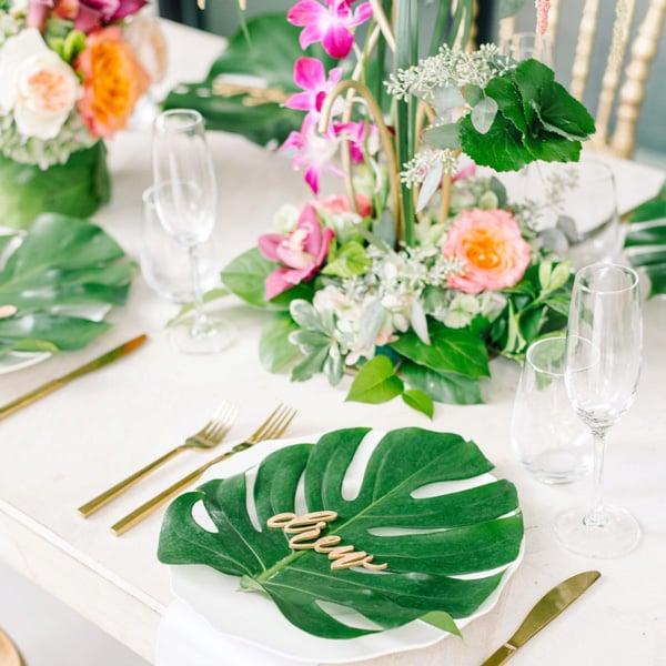 עלים טרופיים לעיצוב שולחן