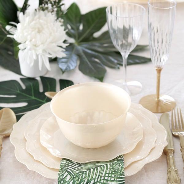 עלים טרופיים לעיצוב שולחן קלאסי