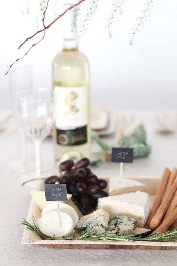 עיצוב שולחן חג שבועות - פלטת גבינות