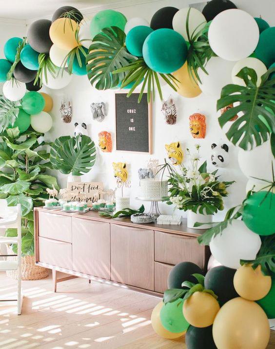 רעיונות לעיצוב מסיבה אפריקאית - עלים טרופיים