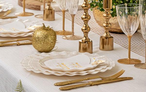 עיצוב שולחן ראש השנה - כלים חד פעמיים