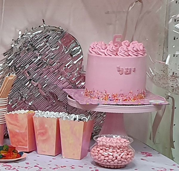 מסיבה ורודה כסופה - עוגת יום הולדת