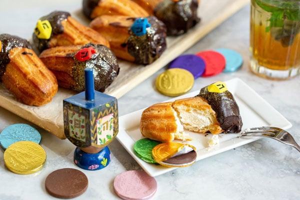 פחזניות טבולות בשוקולד גליטר עם קישוטי סביבונים צבעוניים 3