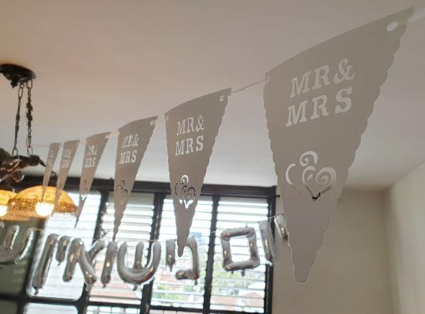 יום נישואין - קישוט ועיצוב עם שרשרת דגלים