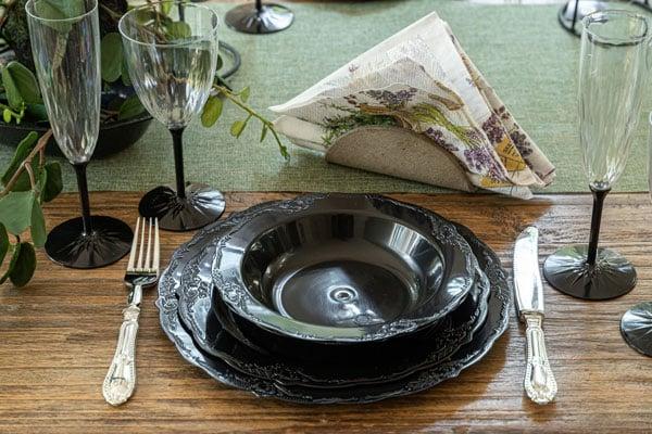 עיצוב שולחן וינטאג' שחור - חבילת אירוח