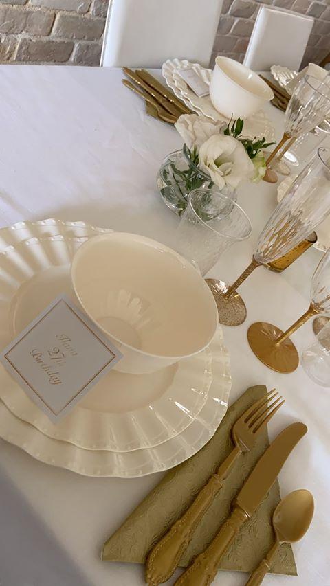 שולחן מעוצב ליום הולדת 27 - כלים חד פעמיים