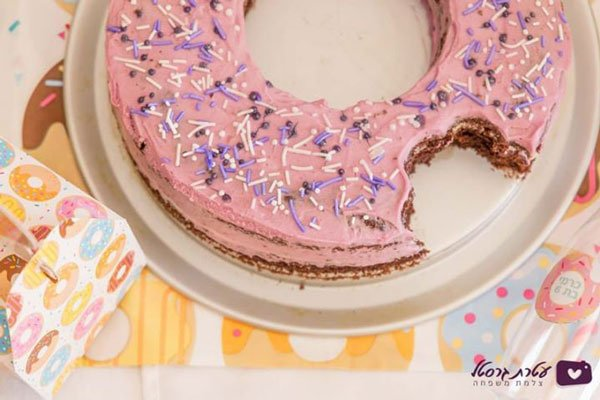 מסיבת דונאטס - עוגת יום הולדת
