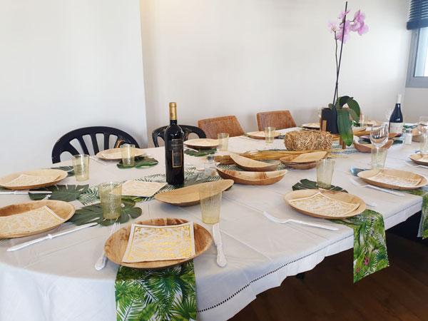עיצוב שולחן חג שבועות - מפיות עלים ירוקים