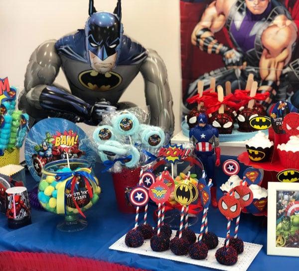 מסיבת גיבורי על - ממתקים