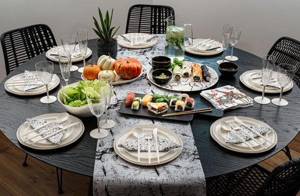 שולחן אירוח עם סט כלים חד פעמיים CLAY