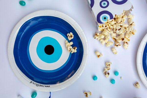 מסיבה יוונית עין כחולה - צלחות