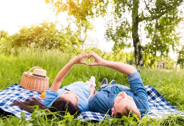 איך לחגוג יום נישואים בצל הקורונה - פיקניק בטבע