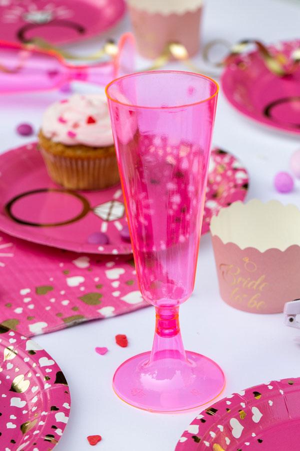 מסיבת רווקות שיקית - כוסות שמפניה ורודות